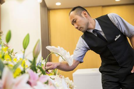 【積極採用中】故人様の旅立ちを見送る、「芸術品」。セレモニーの彩りに欠かせないのが生花祭壇です。